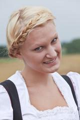 Mädchen mit französischem Zopf