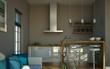 Wohndesign - Küche weiss mit Sofa 2