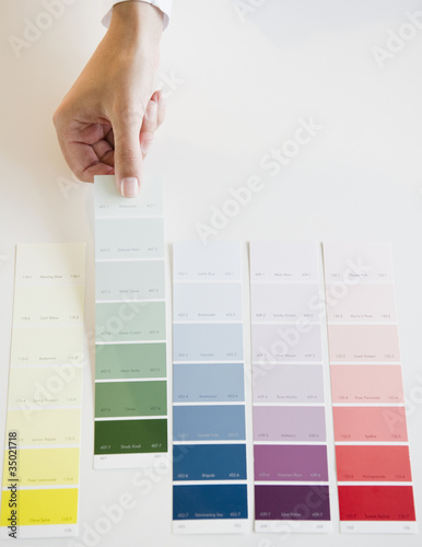 Hand selecting color swatch