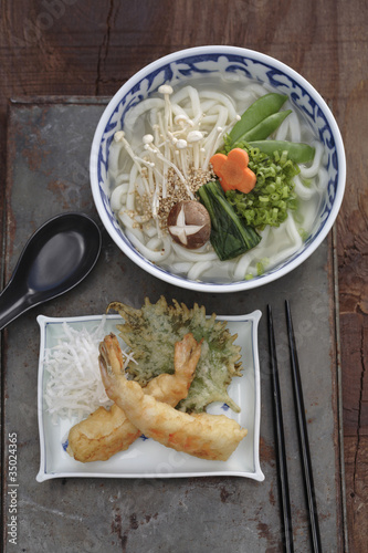 Udon noodle soup and battered prawn