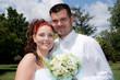 portrait de mariés souriants