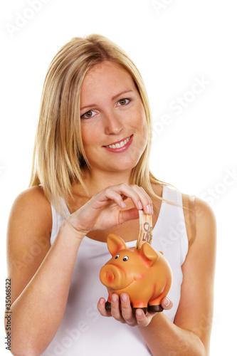 junge Frau beim Sparen von Geld. Euroschein