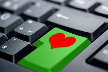 rotes Herz grüne Taste