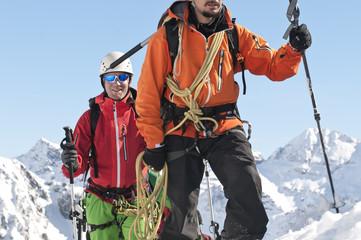Seilschaft auf dem Weg zum Gipfel