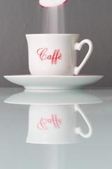 Caffè zuccherato con zucchero bianco