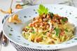 Leinwanddruck Bild - Pasta mit frischen Pfifferlingen