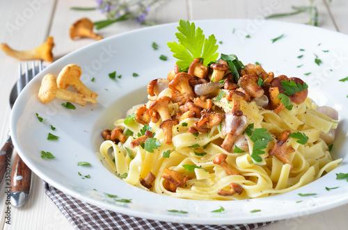 Pasta mit frischen Pfifferlingen - 35107995