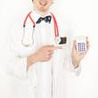 Arzt mit Taschenrechner