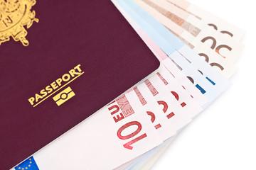 Passeport et billets d'euros