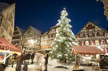 Schiltach Rathausplatz mit Weihnachtsbaum