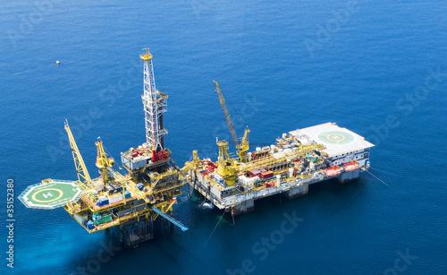 Oil Rig, Malaysia - 35152380