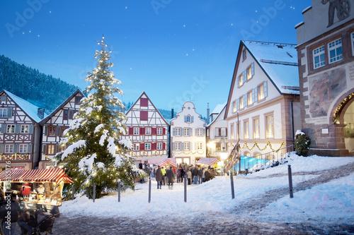 Schiltach Weihnachtsmarkt mit Weihnachtsbaum
