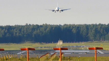 HD - aircraft landing (Boeing 737-500)
