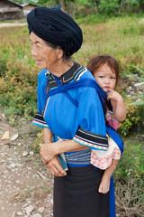 Grossmutter mit Enkel