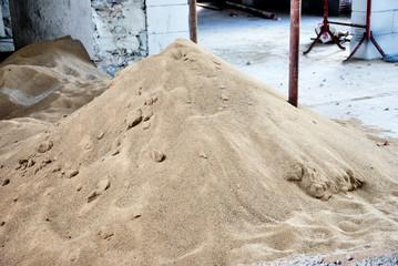 carico di sabbia nel cantiere edile