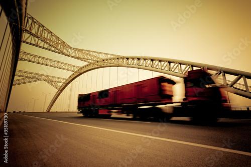 Fototapeta ciężarówka - samochód - Widok Miejski