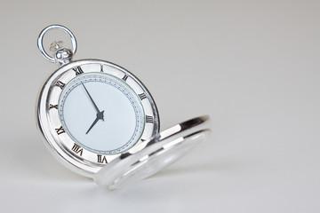 Clásico reloj de plata