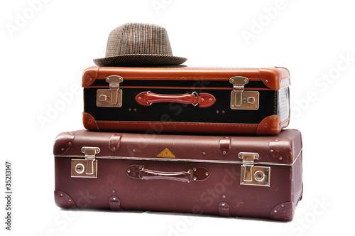 Alte koffer mit hut von fotoperle lizenzfreies foto 35213147 auf - Alte koffer dekorieren ...