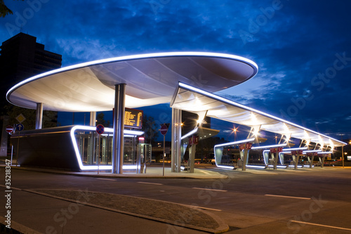 Leinwanddruck Bild Busbahnhof Halle Saale