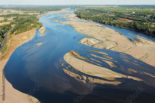 canvas print picture Photo aérienne de Montsoreau sur Loire 49