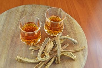 Liquore alla radice di genziana