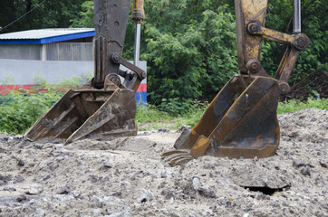 Digging work using excavator