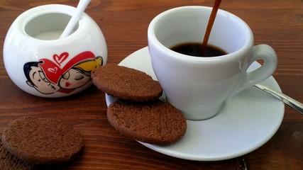 caffè e biscotti con zucchero