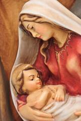 Weihnachtskrippe Holzfigur Josef und Maria mit Jesus im Arm