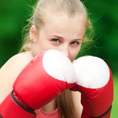 Yyoung boxer woman at green park