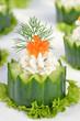 Dekorative Gurken-Käsehäppchen mit Kaviar