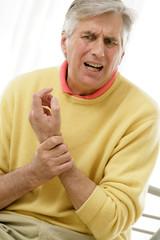 Homme - Douleurs articulaires du poignet