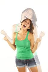 mujer gritando por una victoria o un exito