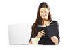 mujer empresaria sonriendo escribiendo en agenda