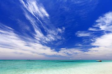 クエフ島の晴れ渡る海辺