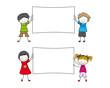 Niños con cartel blanco para poneer texto