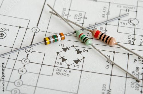 Elektrische Widerstände auf Schaltplan - 35323574