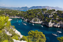 Calanques z portu pin w Cassis