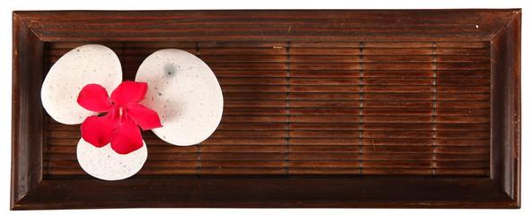Tavolo in bambù con fiore di Oleandro e Ghiaie