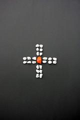 Weisses Kreuz mit Edelstein