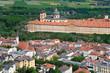 Melk. Wachau. Luftaufnahme von Melk mit Stift und Altstadt.