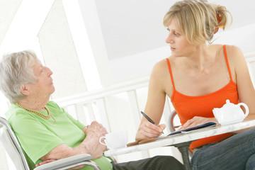 Aide à domicile - Mots croisés, dialogue