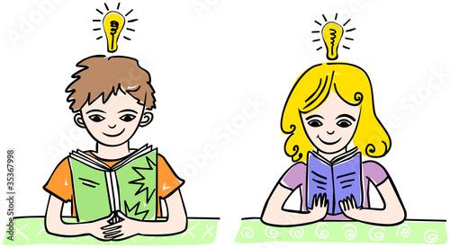 Buch lesende Kinder
