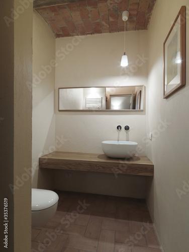 Piccolo bagno moderno di servizio immagini e fotografie royalty free su file - Enduit salle de bain impermeable ...