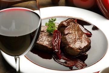 Taça de vinho com filé
