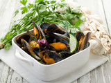 Fototapety mussel soup on bowl with parsley and garlic