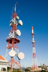 duas antenas de comunicações