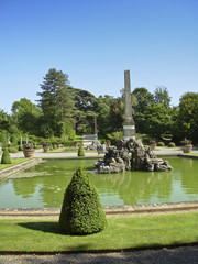 The park and fountain at Blenheim Palace in Woodstock (UK)