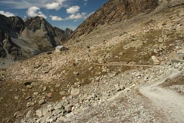 footpath leading to Cabane du Grand Mountet