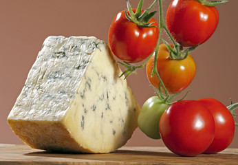 Blue cheese and tomatoes