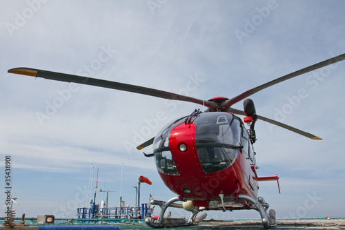 Foto op Aluminium Helicopter Helicopter standing on offshore platform